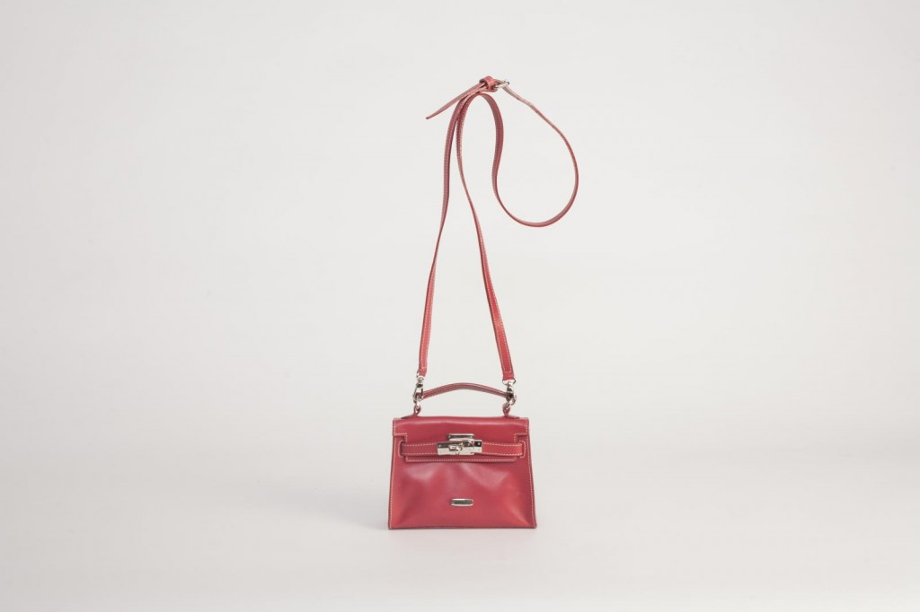 5951UK Turnlock Handbag Red 1