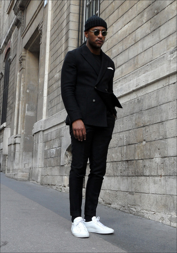 zoom_Les_Fr_res_JO__-_Black_on_black_-___AMI_alexandre_Matiussi_suit_costume_crois_e_double_breasted__Common_Projects_Sneakers_Achilles_low_01